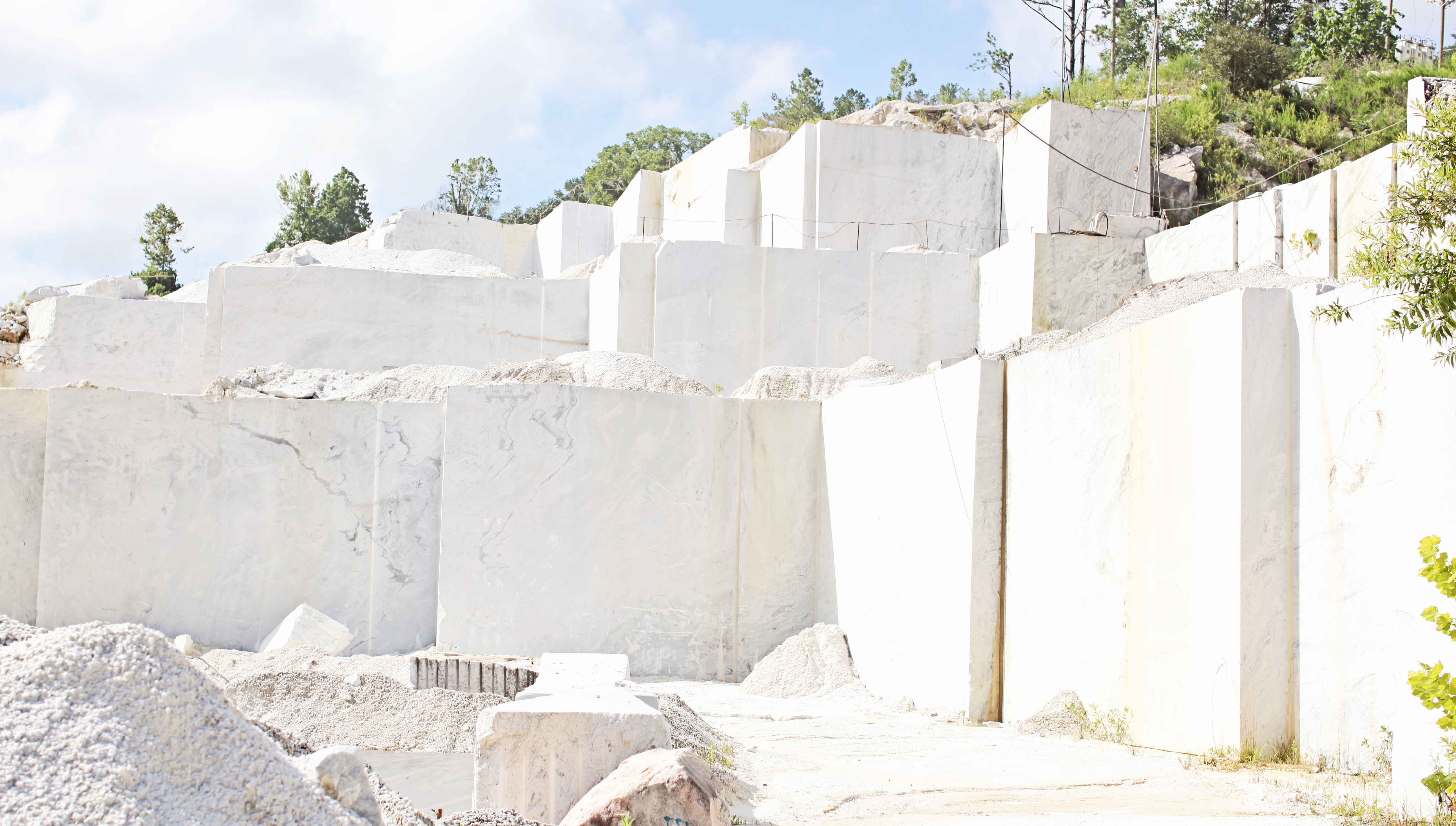 Polycor-zero-waste-Georgia-Marble-Quarry-Tate.jpg