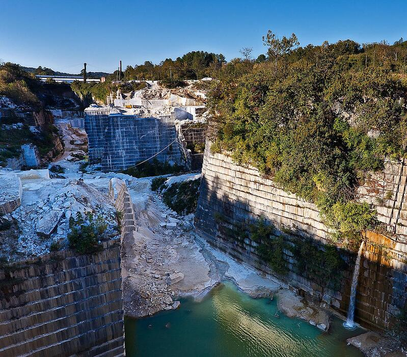 Cherokee_Pearl_Grey_and_Solar_Grey_Marble_Georgia_Marble_Quarry_Polycor_Inc._Tate_Georgia_USA_Photo_courtesy_of_Chris_Ogden_Photography._www.QuarryShot