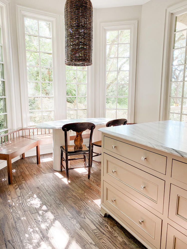 Ledge Mountain Kitchen (Claire Brody Design) - Austin, TX - White Cherokee - Honed