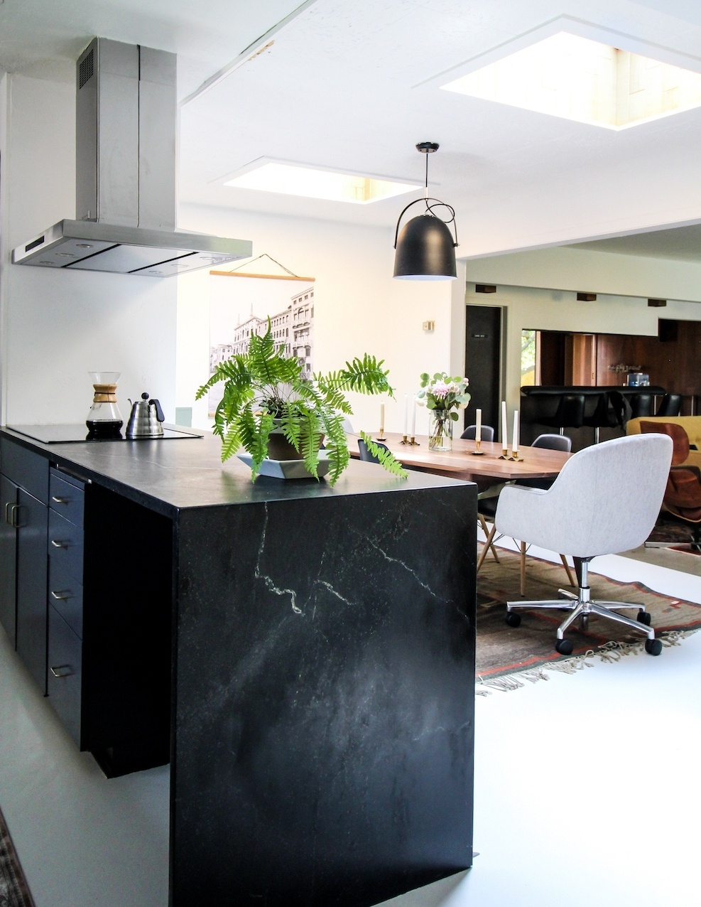 kirsten-grove-simply-grove-waxed-soapstone-countertops-polycor.jpeg