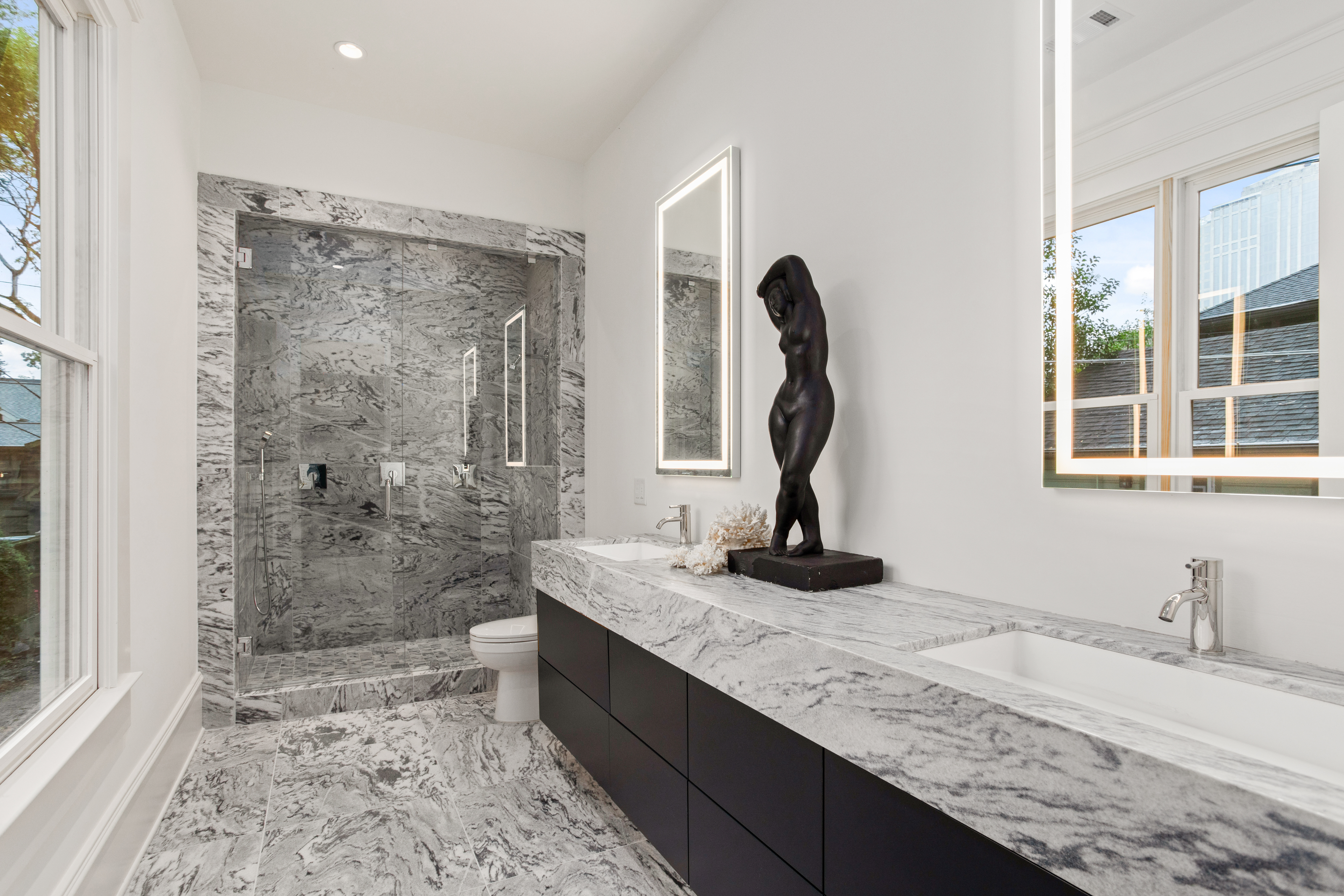 Polycor GEORGIA MARBLE - PEARL GREY™ bathroom