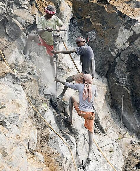 India Quarry Workers Unsafe Conditions 600px