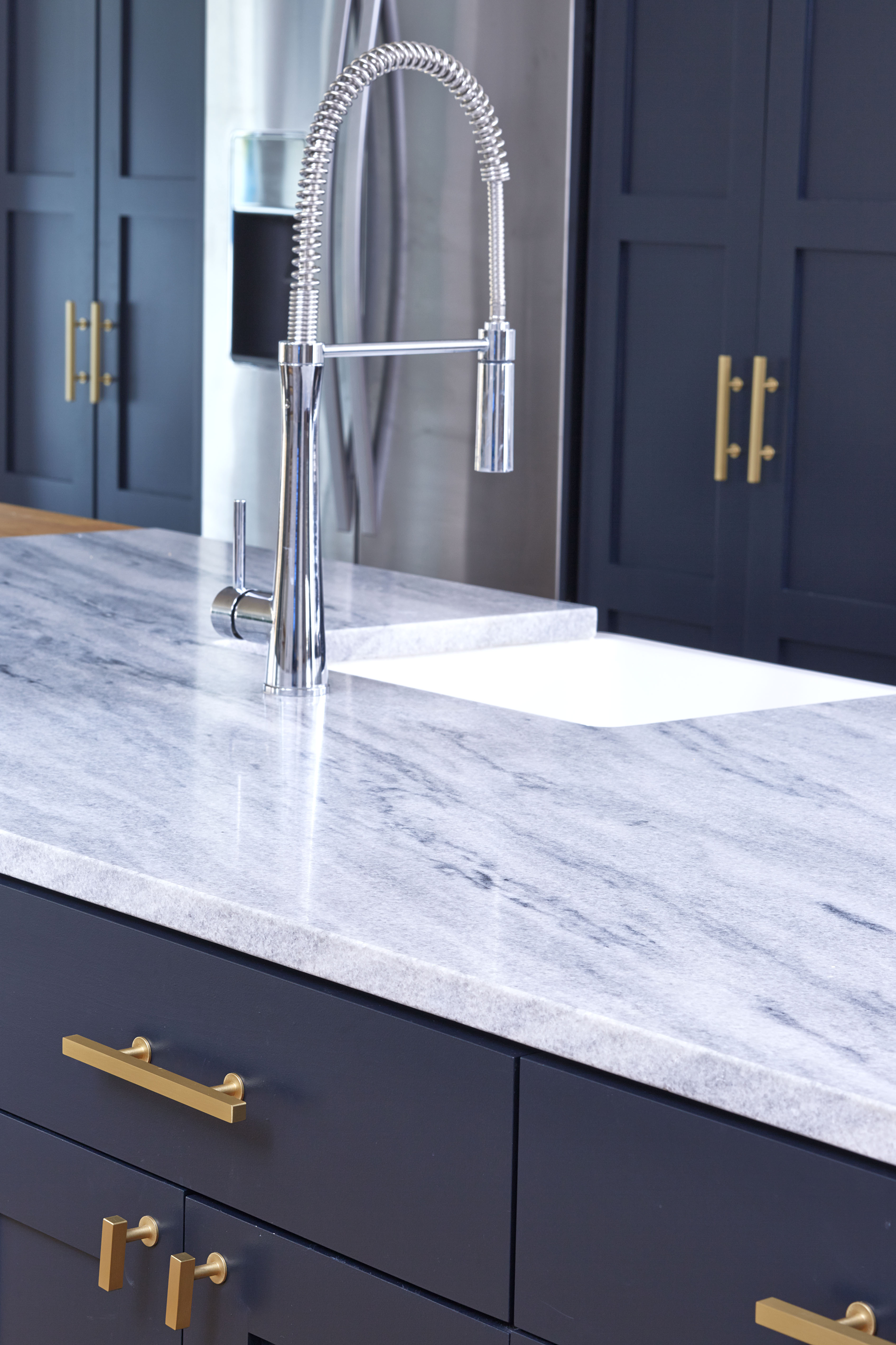 White-cherokee-american-marble-kellen-minor-kitchen-5.jpg
