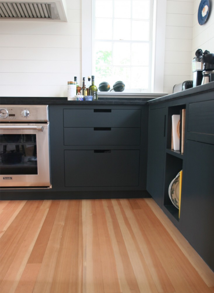 Polycor_Alberene_Soapstone_Churchill_Reserve_Kitchen_Countertops_3.jpg