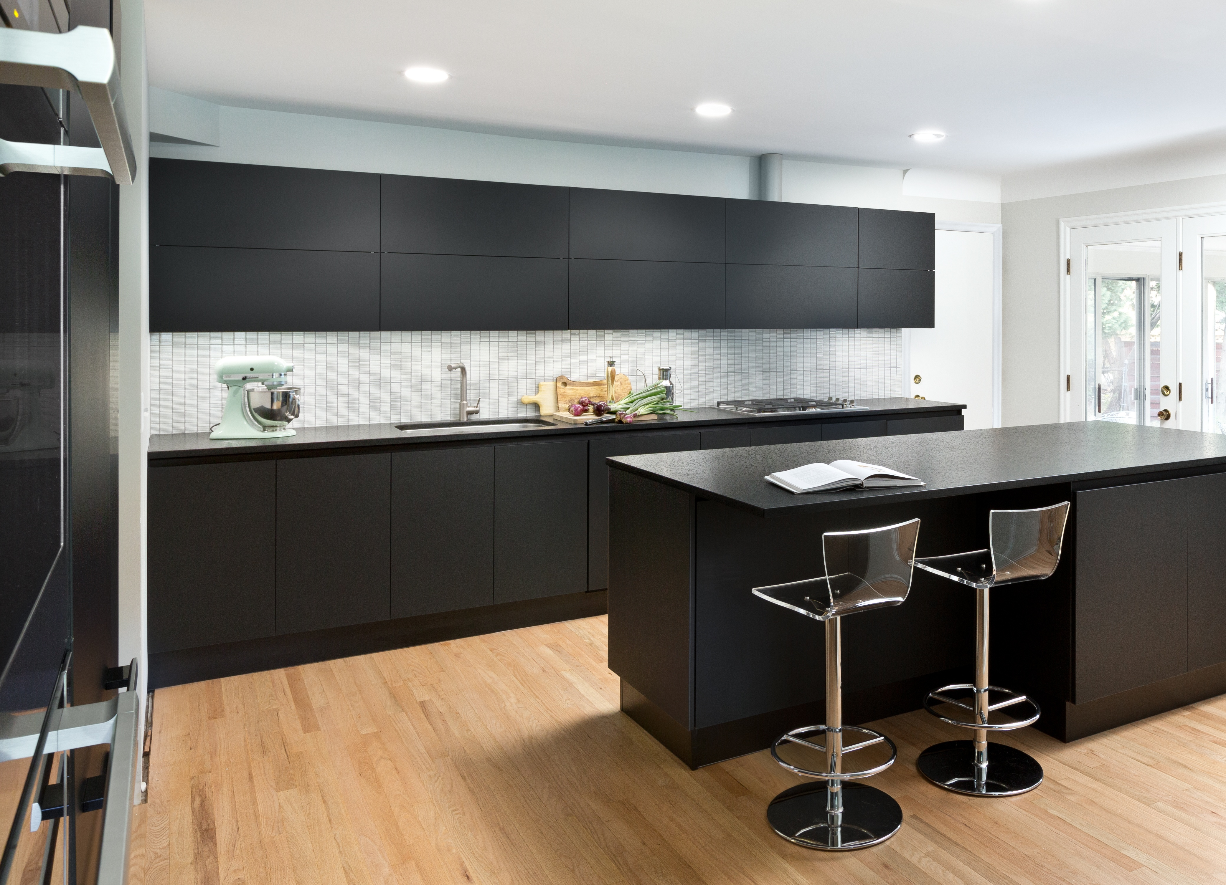 Cambrian_Black_Antiqued_Scavolini_Kitchen.jpg